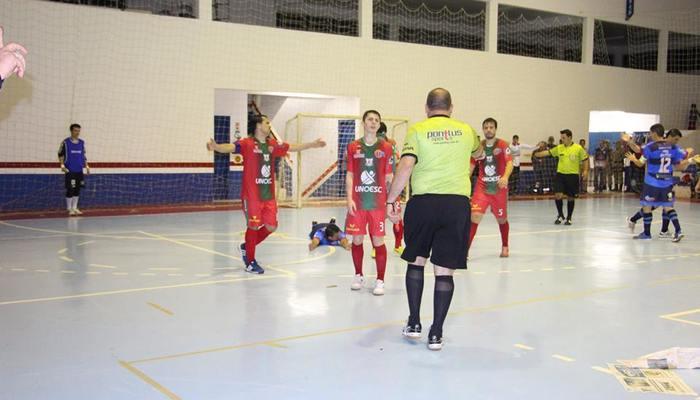 2b176e49fd ... Estadual da Liga neste sábado. Destaque para a goleada da ADAF Saudades  diante do Campos Novos e da primeira vitória do ADC Curitibanos na  competição.